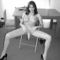 T-girl Mariana Cordoba lets her big she-dick hang loose